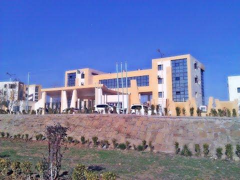 A Sample Of An Algerian University - مثال عن جامعة جزائرية Vlog 1