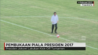 Video Tendang Bola, Jokowi Lakukan Kick-Off Piala Presiden 2017 download MP3, 3GP, MP4, WEBM, AVI, FLV Juni 2018