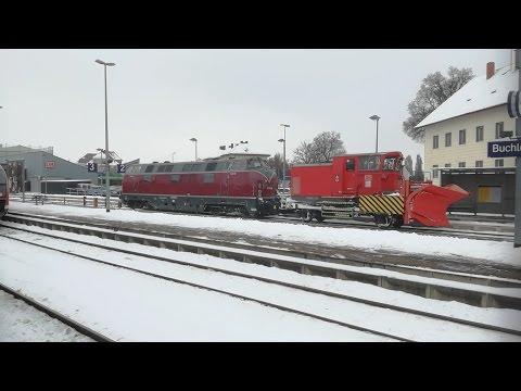 V 200 (Br 221 124) mit Schneepflug und mit Makro in Buchloe