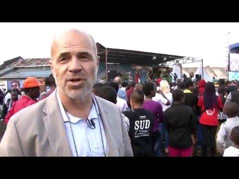 Le Chef Bureau MONUSCO Nord Kivu fait le tour des stands  de l'ONU durant le festival Amani