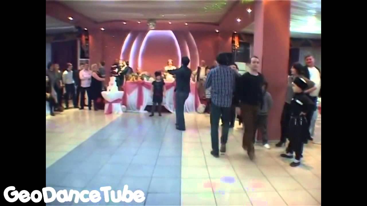 Лезгинка зажигательная кавказская видео на свадьбе девушка прикол
