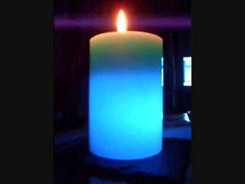 levande ljus som skiftar färg