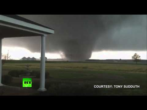 Video: Giant tornado sweeps across Mississippi