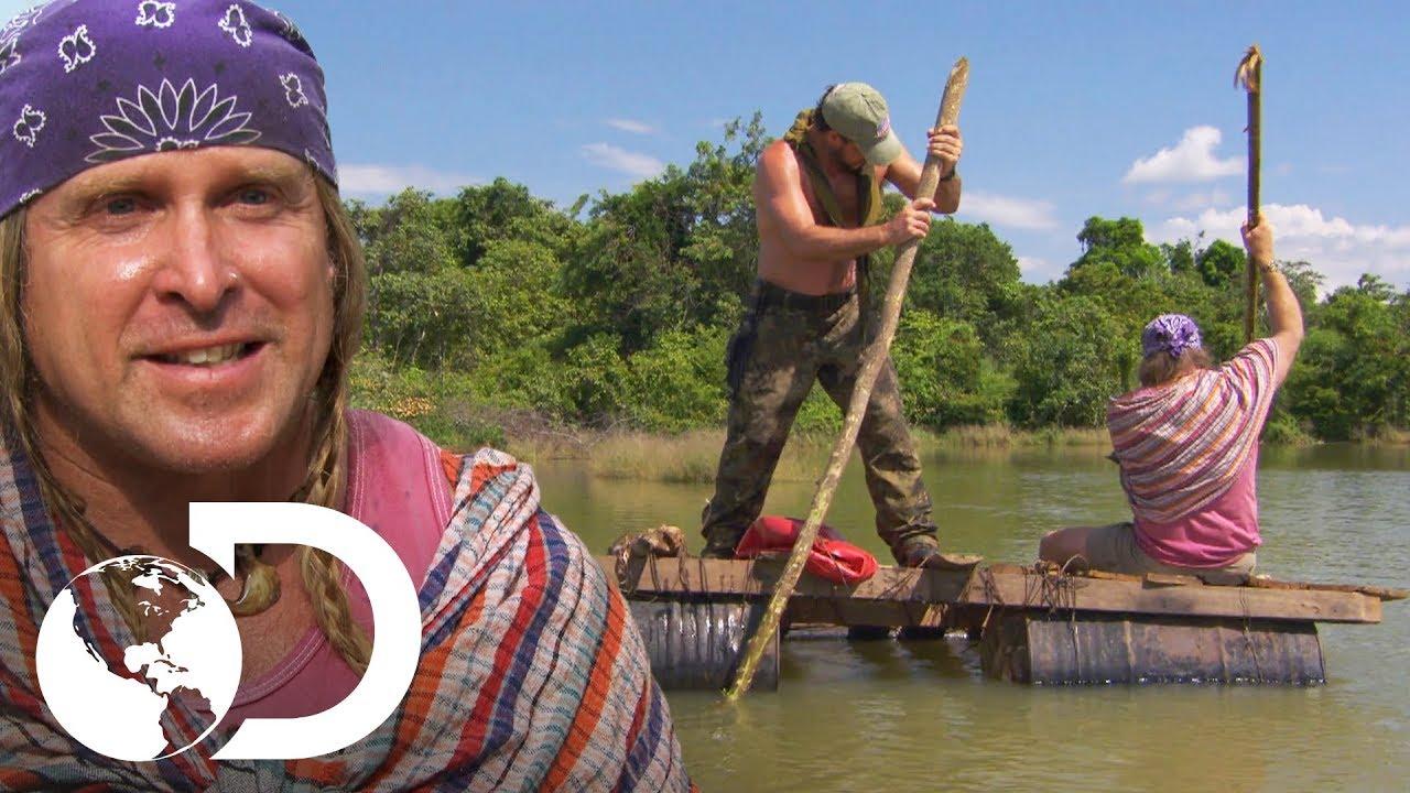 Joe y Cody atraviesan lago con una balsa improvisada | Desafío x 2 |  Discovery Latinoamérica