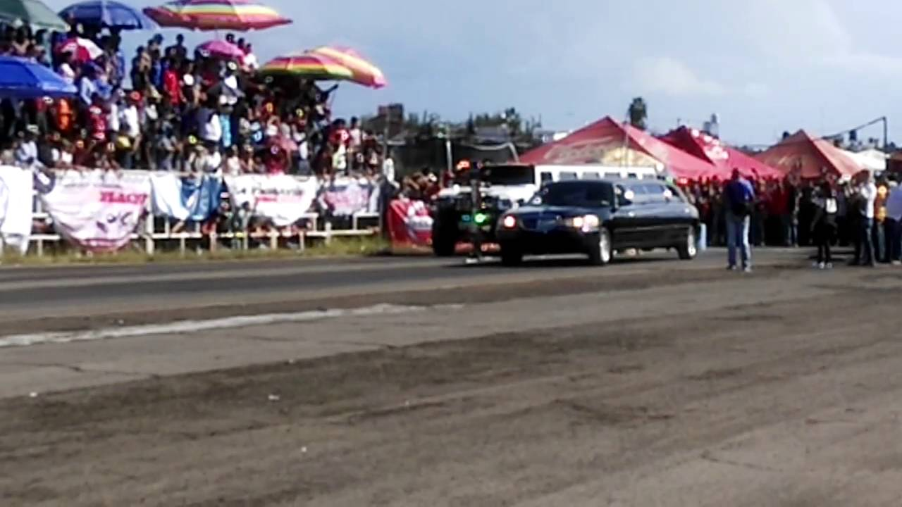 Limou Drag Race Car Hummer Vs Lincoln Youtube