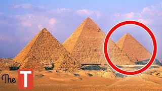 10 Creepy Things Everyone Ignores About The Pyramids thumbnail