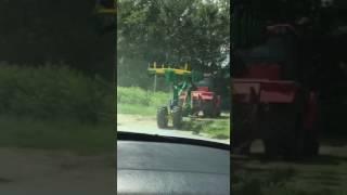 Плуг к трактору в работе, транспортировка Digger-7 (ПШКО -7) семикорпусный, полуприпепной