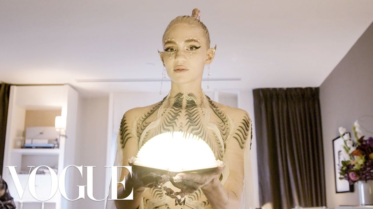 Download Grimes Gets Ready for the Met Gala | Vogue