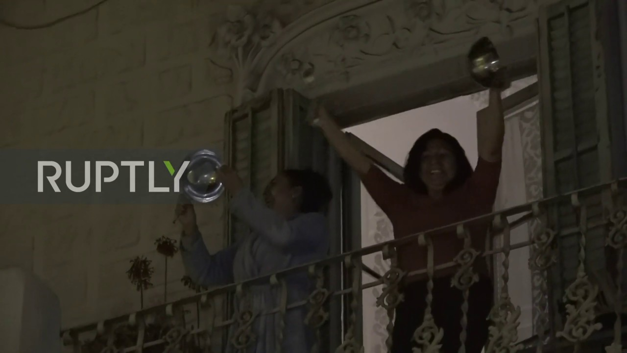 Spain: Locked-down Barcelona residents protest King's speech by banging pots and pans