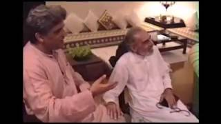 Rare video of Kaifi Azmi enjoying with family at Javed and Shabana's house - 2
