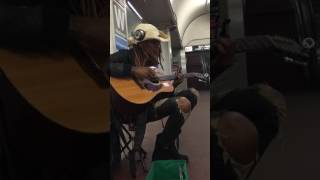Subway performer crowd with Fleetwood. Chicago, blue line station
