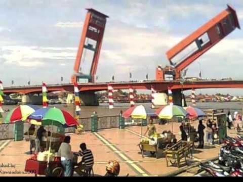 Jembatan Ampera Di Kepung Pasukan Katak