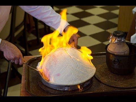 Making Tuzda Tavuk  At The Akdeniz Hatay Sofrası Restaurant In Istanbul