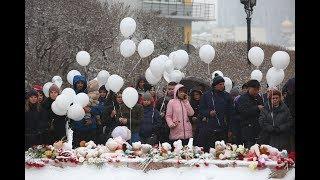 Жители Екатеринбурга почтили память погибших при пожаре в Кемерово