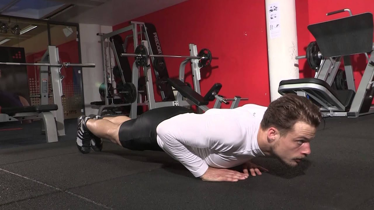 Variante pompes exercice de musculation pectoraux et triceps avec les pompes diamant youtube - Exercice de musculation avec banc ...