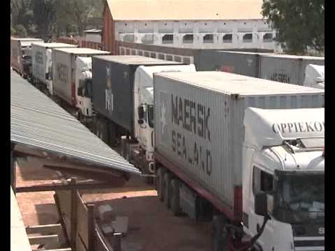 6 JUIN 2011 :: CHANTIER STADE TP MAZEMBE :: ARRIVEE DE LA PELOUSE SYNTHETIQUE