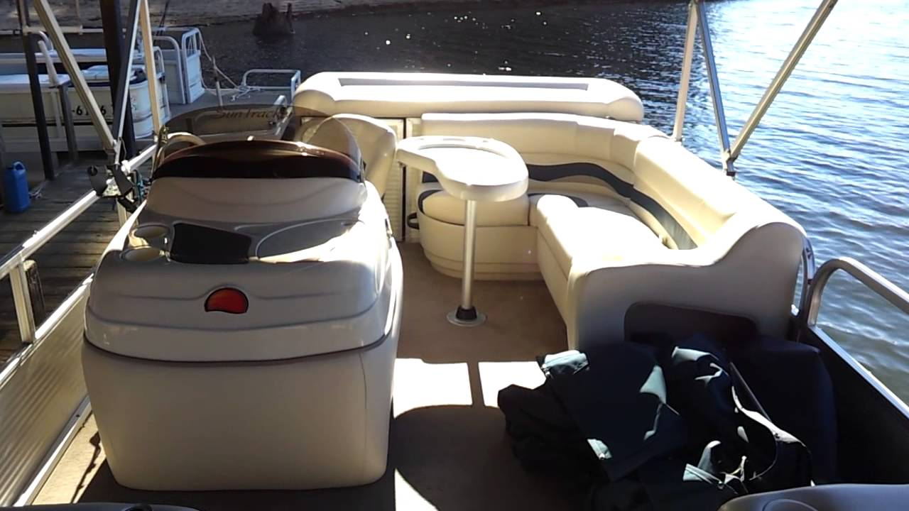 Like New 2010 Sun Tracker Party Bardge 24 Pontoon W