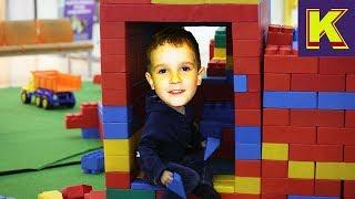 Машинки Кирила з ЛЕГО і іграшки з Кіндер Сюрпризу! Дитячий канал | Я - Кирило