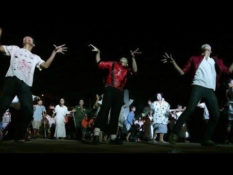 Michael Jackson Fans Dance to 'Thriller'