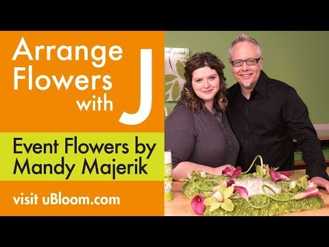 How to Create a Hydrangea Square Centerpiece with Calla Lili