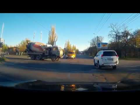 CRAZY TRUCK ACCIDENTS, IDIOT TRUCK DRIVERS COMPILATION AUGUST 2016