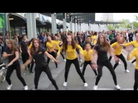 Upstairs Traprenovatie | Flashmob | Fresh Label Studios