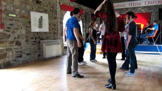 Gergel School in Scotland, a ceilidh in Skye - learning Tonnaí Thoraí (The Waves of Tory)