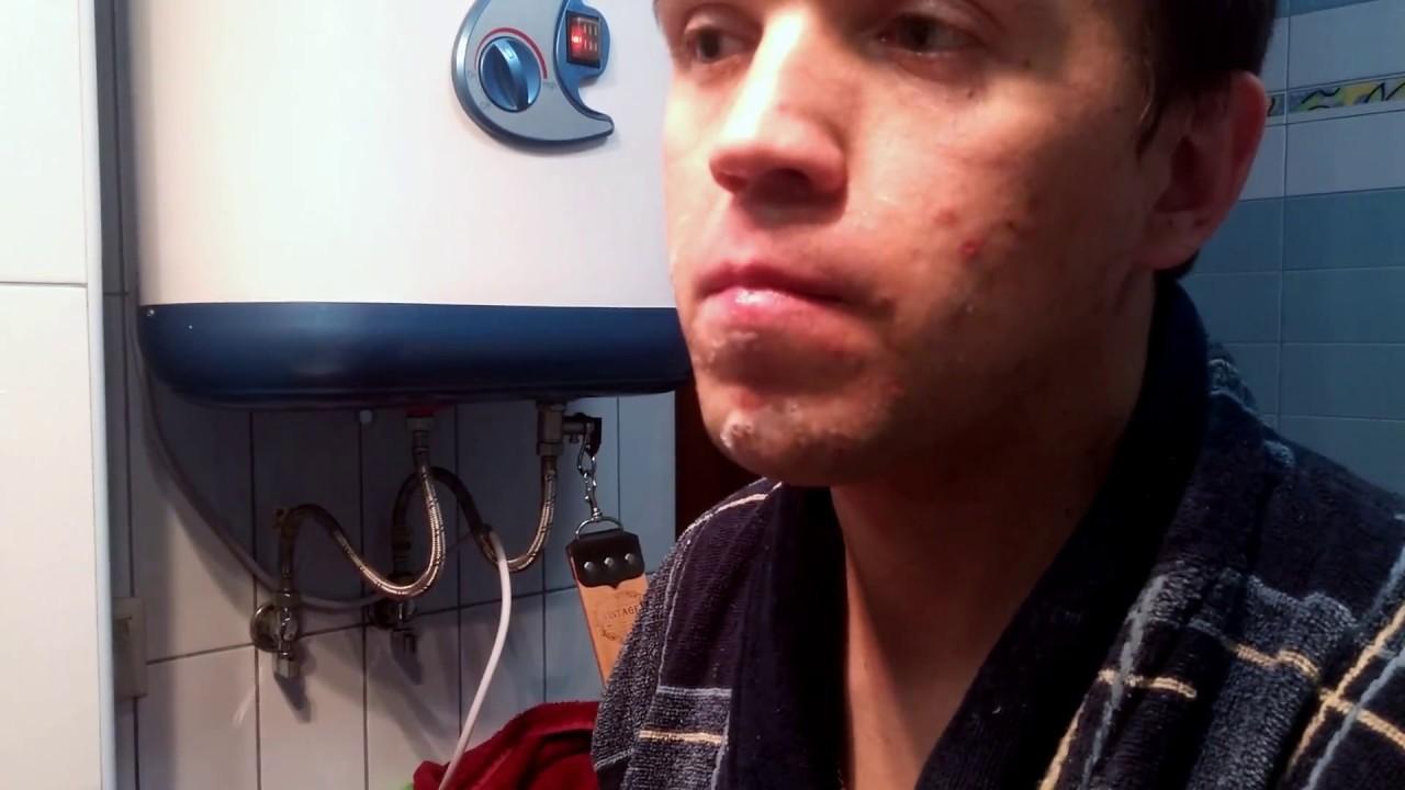 Опа́сная бри́тва (правильно — клинко́вая бритва, иногда применяется разговорное обозначение «опа́ска») — бритва с открытым лезвием. Повсеместно распространённая бритва до середины xx века. Термин « опасная» стал широко использоваться только после появления т-образного станка жиллетта,