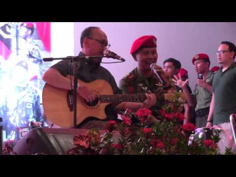 Ebiet G. Ade - Titip Rindu Buat Ayah (Feat Komandan Grup 3 Kopassus, Kol. Inf. Richard Tampubolon)