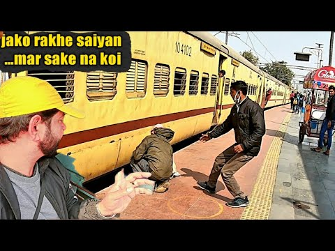 Chalti train se gira   Indore Patna Express train journey   travel India with rishi