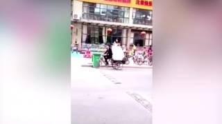 Жених-недотепа случайно выбросил невесту в мусорный бак
