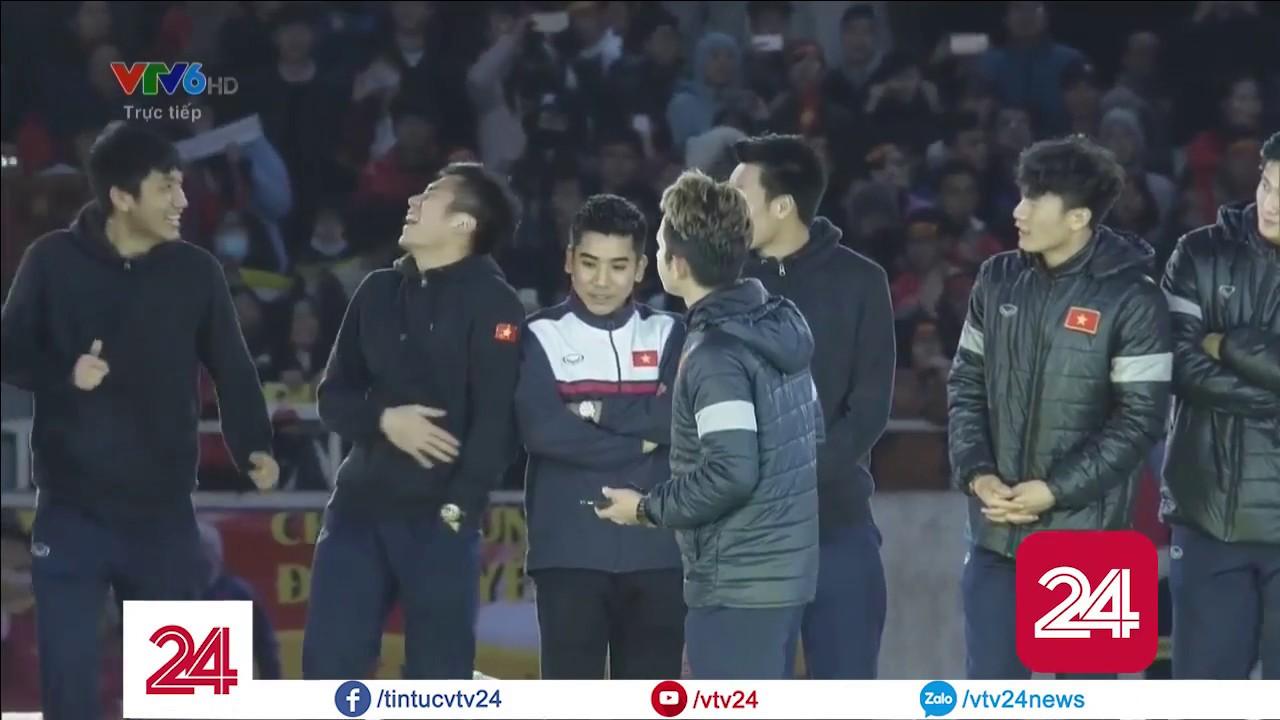 Nguyễn Phong Hồng Duy, U23 Việt Nam thể hiện tài năng ca hát - Tin Tức VTV24
