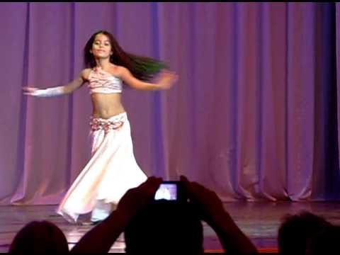 Голые девушки танцуют восточный танец