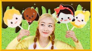 凱利小夥伴們的卡通巧克力棒棒糖食玩玩具遊戲 | 愛麗和故事 EllieAndStory thumbnail