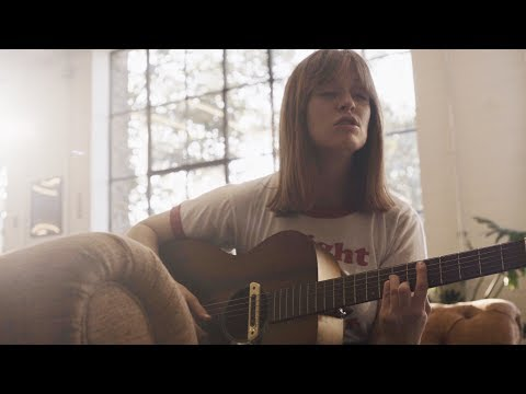 Orla Gartland - Between my Teeth (acoustic session)