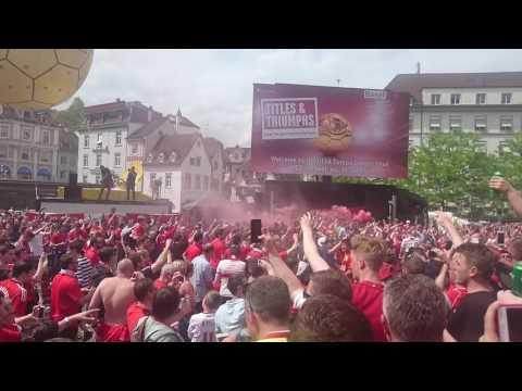 Liverpool fans sing Three Little Birds - Bob Marley in Basel Barfusserplatz
