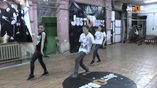 Хип-хоп, брейк, вакинг - из зимнего танцевального лагеря JUST DANCE 2014 from DanceMasters(, 2014-01-28T07:35:55.000Z)