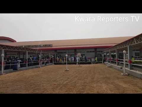 BREAKING: APC Supporters Chants O To Ge On Bukola Saraki At Airport Ilorin (VIDEO)