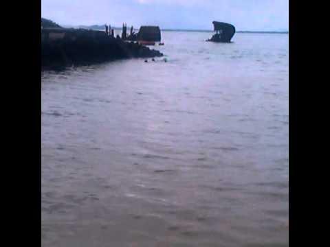 Snorkelling on Peel island shipwreck