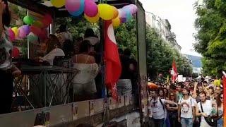 L'urlo del Pride di Caserta tra carri e canzoni: