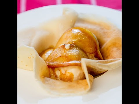 Clătite cu măr caramelizat și înghețată