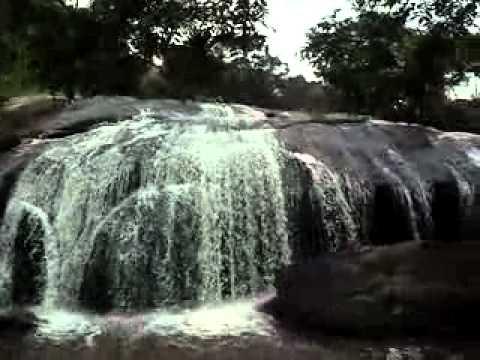 Resultado de imagem para agua descendo a cachoeira