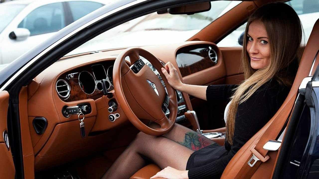 Девушка за рулем на мерседесе фото
