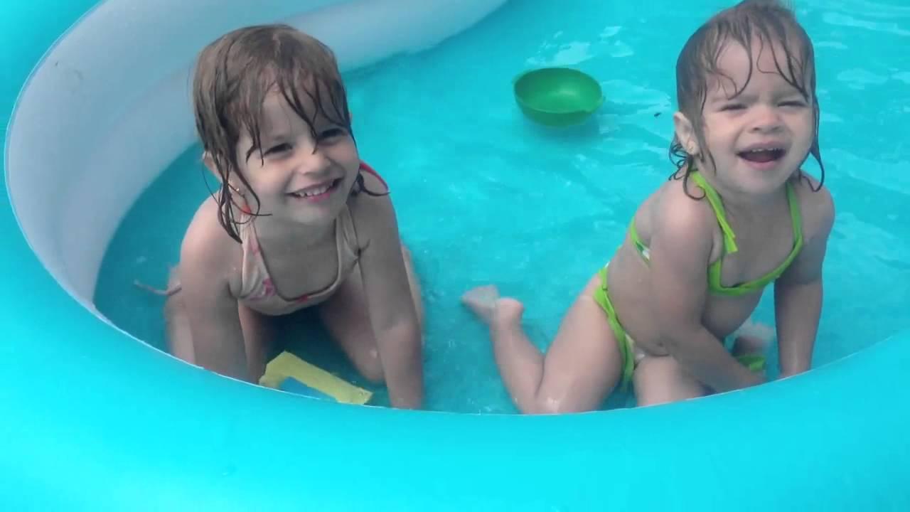 Las nenas en la piscina youtube for Piscinas estructurales chicas