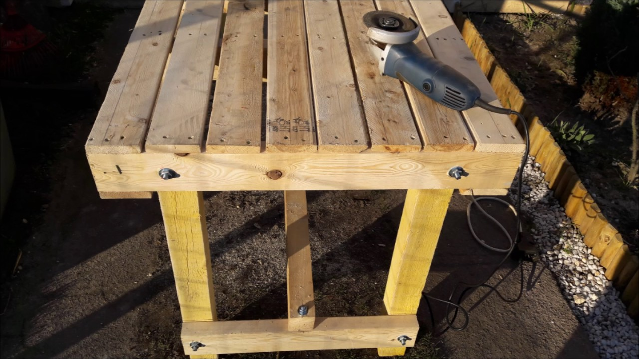 Fabriquer une table avec des palettes youtube for Fabrication de table de jardin en palette