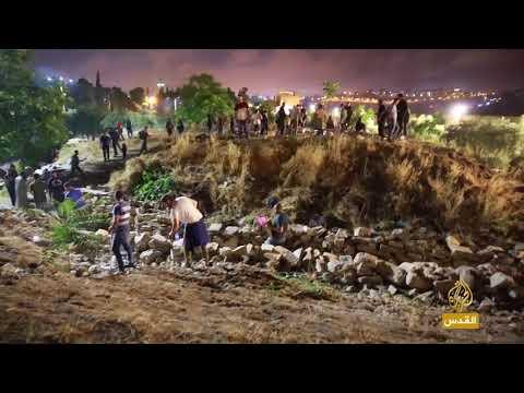 متطوعون ينظفون منطقة باب الرحمة بالمسجد الأقصى  - 23:22-2018 / 6 / 13