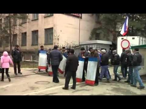 Russian military positioned at Ukrainian border guard post in Crimea