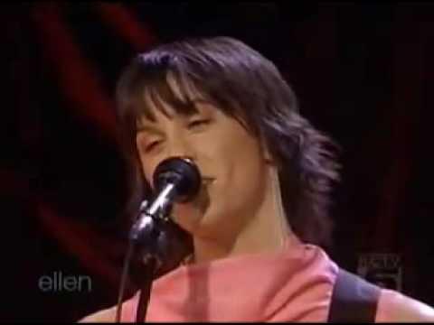 ALANIS MORISSETTE - EVERYTHING (  Ellen Degeneres show 2004)