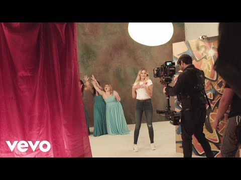 Kelsea Ballerini - Behind the Scenes: