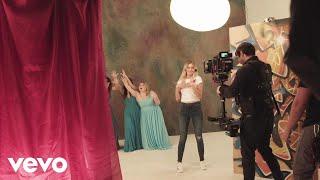 Kelsea Ballerini - Behind the Scenes: